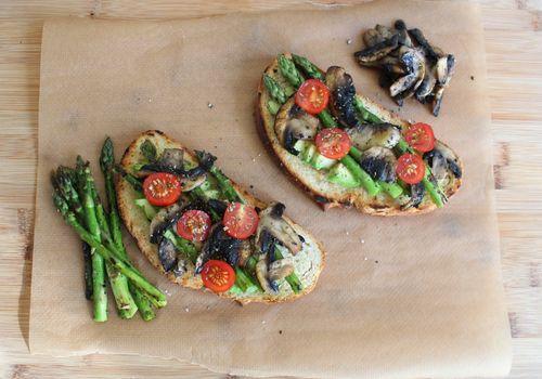 Asparagus toast