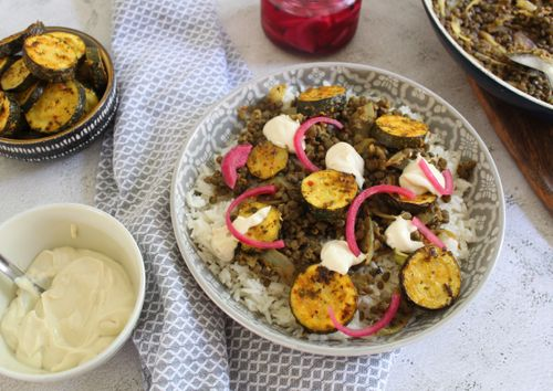 Lentil and courgette dish with yogurt and tahini dressing