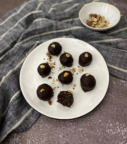Hazelnut and prune balls