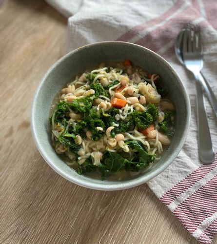 Kale and noodle soup
